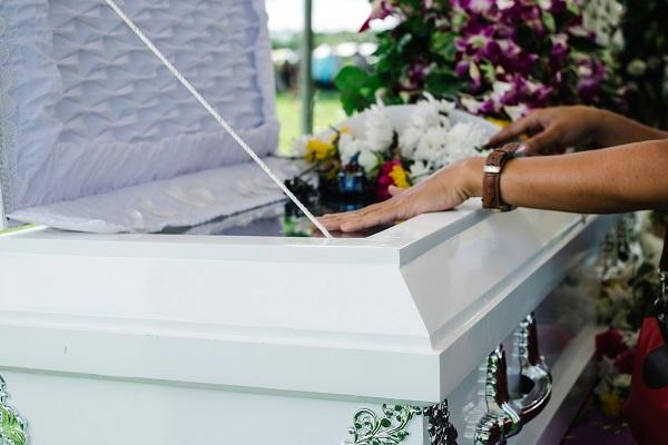 Dire adieu au défunt: cercueil ouvert ou fermé?