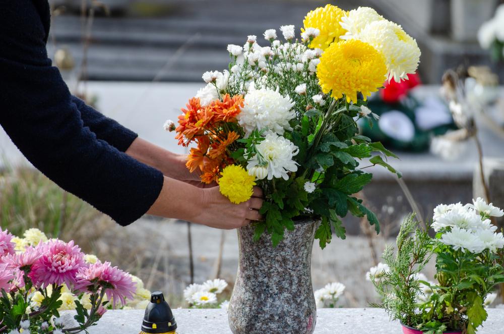 Des compositions florales pour honorer la mémoire du disparu